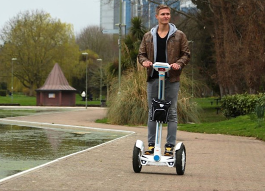 The Airwheel S3, as a twin-wheeled self-balancing electric scooter, is a convenient alternative to traditional transportation. It is featured with a wide standing platform and a control shaft, which greatly shortens the learning curve for riders.