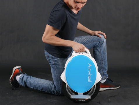 The Airwheel Q5 is a twin-wheeled self-balancing unicycle released by Airwheel Technology. Apart the multiple functions inherited from Q-series, Airwheel Q5 has an upgraded chip and improved chassis. Also it's more powerful, which enables you to travel for a longer distance.